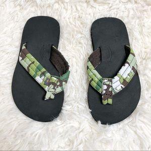 Camo rainbow flip flops sandals size 11/12